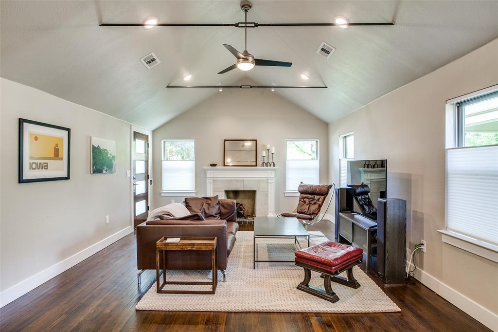 Dallas Neighborhood Home For Sale - $560,000