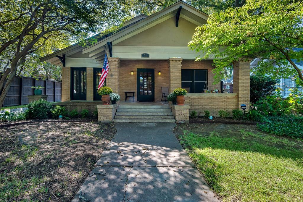 Dallas Neighborhood Home For Sale - $689,000